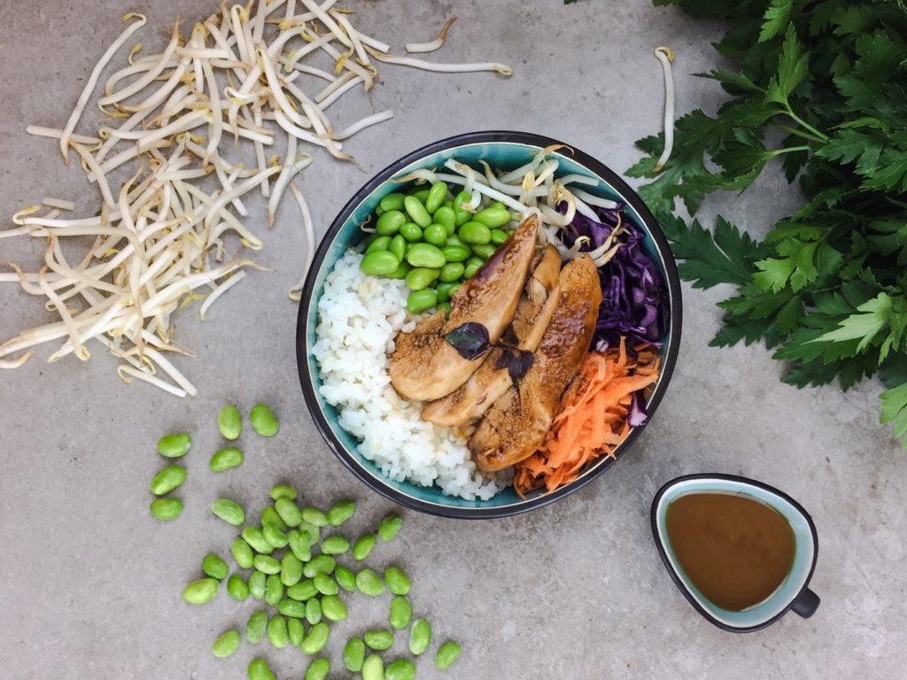 Foto einer leckeren Chicken Teriyaki Bowl