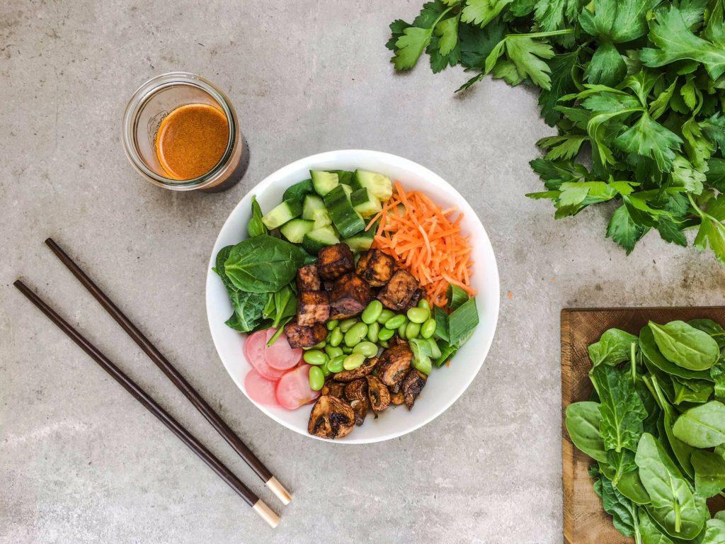 Ein Ausschnitt eines unserer veganen Gerichte für die Verpflegung am Arbeitsplatz: Das vegane Bibimbap